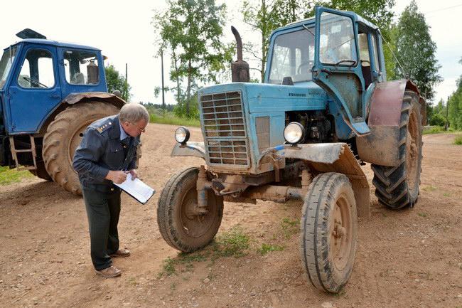 Кто может снять с учета трактор