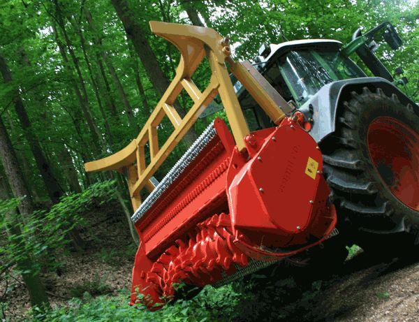 Мульчер навесной на трактор для деревьев, кустарников и травы