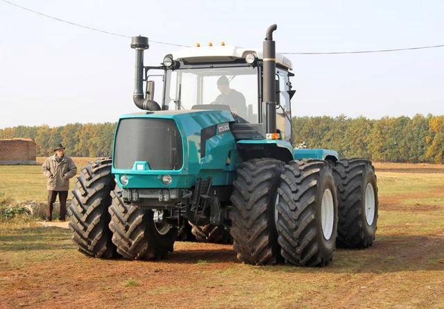трактор со сдвоенными колесами