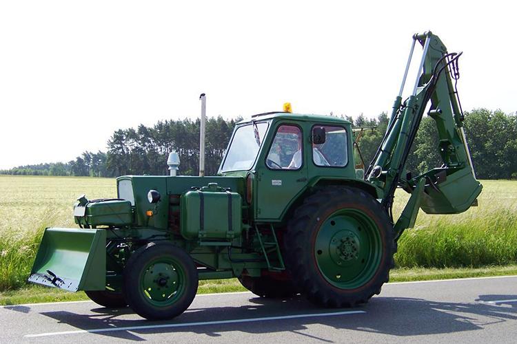 Экскаватор ЭО-2621 на базе ЮМЗ-6АЛ/6АМ