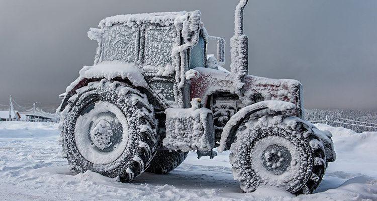Как заводить трактор в мороз