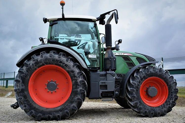 Трактор как спецтехника