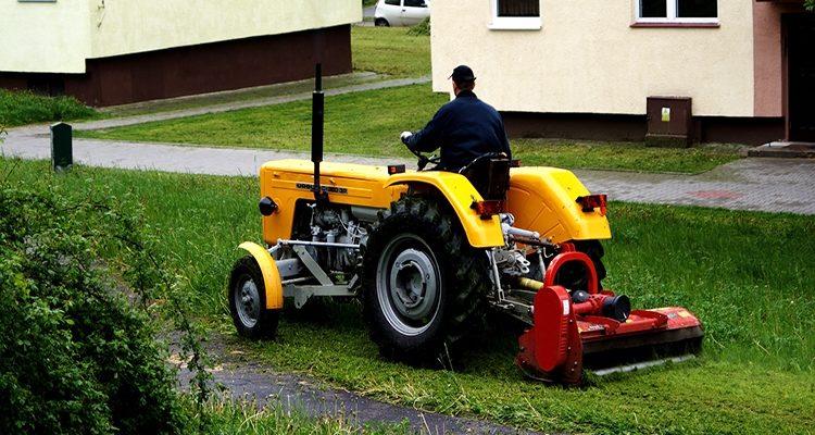 Трактор для покоса травы