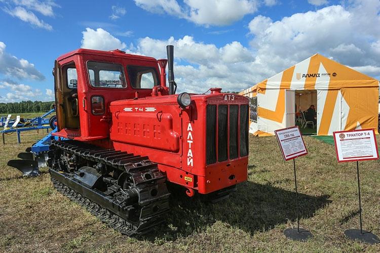 Гусеничный трактор Алтай