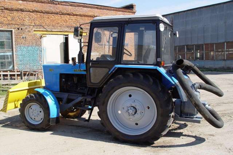 Трактор для откачки